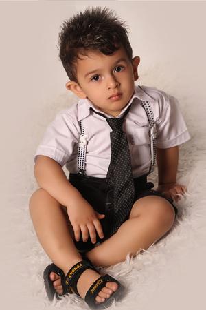 http://artin1389.persiangig.com/atoliyeartin3.jpg